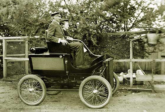 http://www.svvs.org/genpics17/1901_Toledo_Model_B_Steamer.jpg