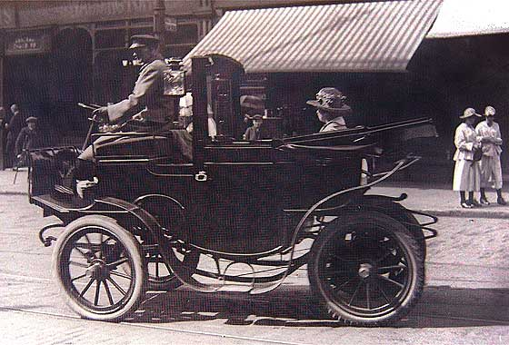 http://www.svvs.org/genpics18/1906_Alexandra_Electric_Carriage.jpg