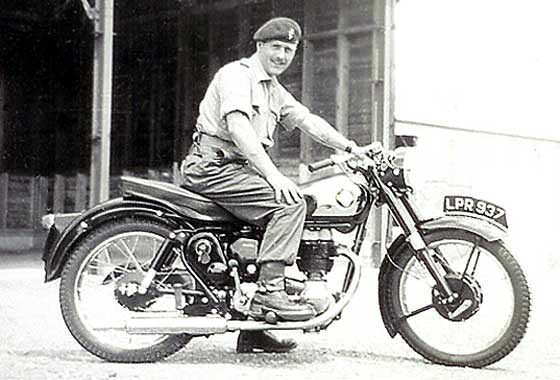 Le jeu de l'image - Page 39 1958_BSA_C12_250cc