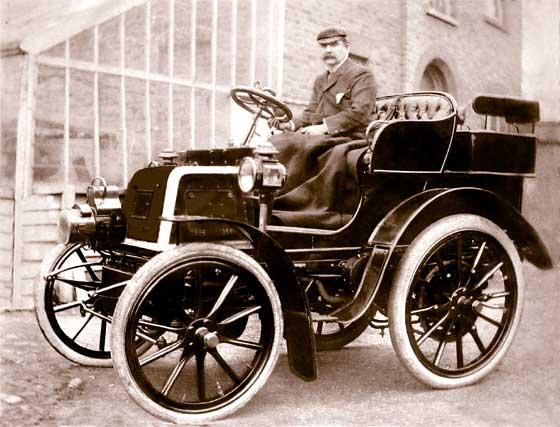 http://www.svvs.org/genpics8/1899_Daimler_Tonneau.jpg