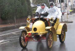1900_Decauville_8HP_Two-seater.jpg (27834 bytes)